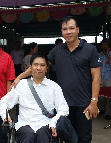 Chang trai khuyet tat vuot hon 20 km gap Hoang Xuan Vinh - Anh 2