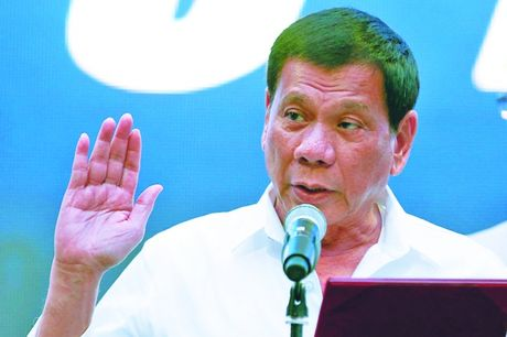 Ong Duterte tung chien thuat la lung khi toi Trung Quoc - Anh 1