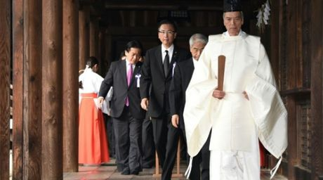 Trung - Han phan no vi chinh tri gia Nhat Ban tham den Yasukuni - Anh 1