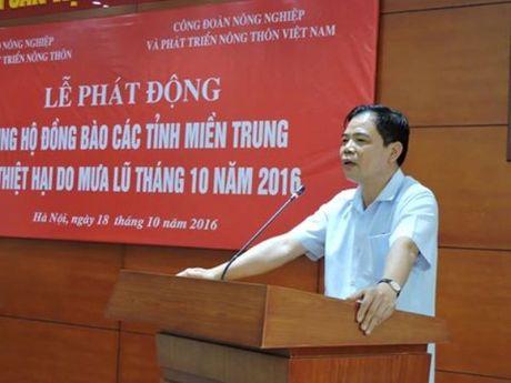 Bo NN&PTNT tiep nhan hon 400 trieu dong ngay tai le phat dong ung ho dong bao mien Trung - Anh 1