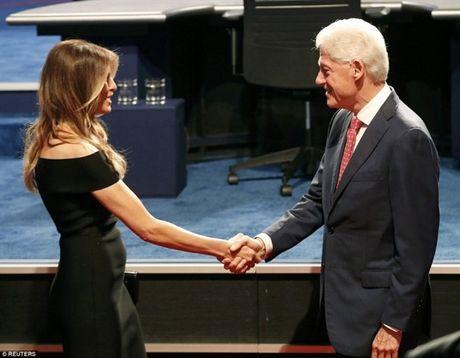 Vo Donald Trump dot nhien tai xuat tan cong ong Bill Clinton: 'Tu lam tu chiu' - Anh 1