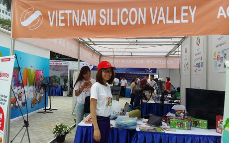 Tung bung ngay hoi khoi nghiep cua thanh nien Viet Nam - Anh 2