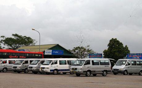 Quang Tri: Tai xe xe khach dinh cong phan doi nan xe du, xe coc - Anh 2