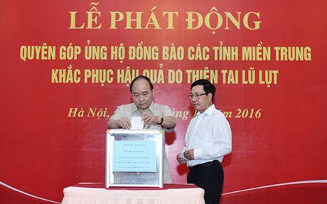 Cac thanh vien Chinh phu quyen gop ung ho dong bao mien Trung - Anh 1