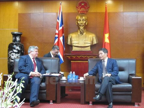 Huan tuoc Price: Anh se tiep tuc ung ho FTA giua EU voi Viet Nam - Anh 1