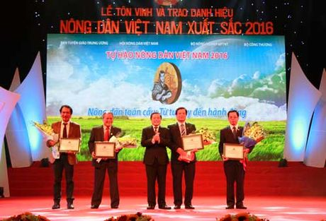 Phan bon Lam Thao dong hanh cung cac 'sieu' nong dan - Anh 1