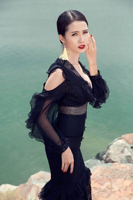 Khoe vong 1 khong noi y ben bo bien, Phan Thi Mo dep nhu tien ca - Anh 6