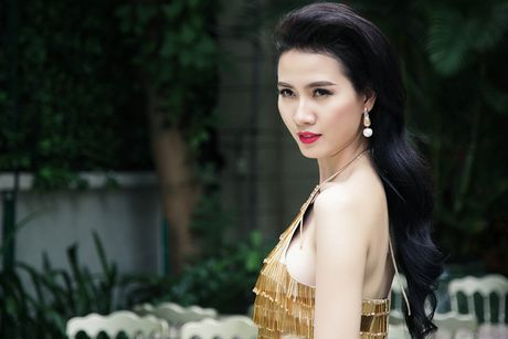Khoe vong 1 khong noi y ben bo bien, Phan Thi Mo dep nhu tien ca - Anh 8