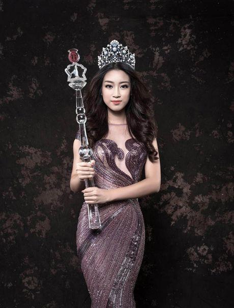 Hoa hau Do My Linh hua trao tan tay tien ung ho cho dan vung lu - Anh 1