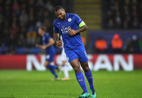 Phao sang phu san King Power trong ngay Leicester City lam nen lich su - Anh 2