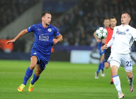 Phao sang phu san King Power trong ngay Leicester City lam nen lich su - Anh 3