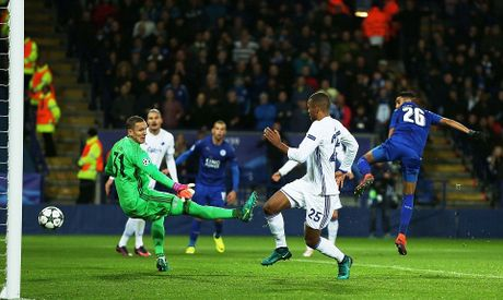 Phao sang phu san King Power trong ngay Leicester City lam nen lich su - Anh 6