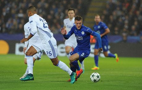 Phao sang phu san King Power trong ngay Leicester City lam nen lich su - Anh 8