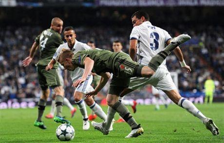 Ronaldo khong ghi ban, Real van de dang 'huy diet' Legia - Anh 2