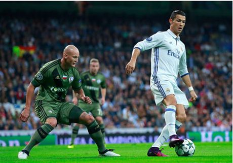 Ronaldo khong ghi ban, Real van de dang 'huy diet' Legia - Anh 6