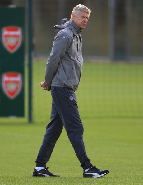 Khong the thi dau, Ramsey va Giroud van no luc tren san tap cung Arsenal - Anh 1