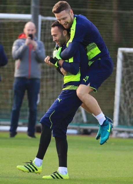 Khong the thi dau, Ramsey va Giroud van no luc tren san tap cung Arsenal - Anh 5