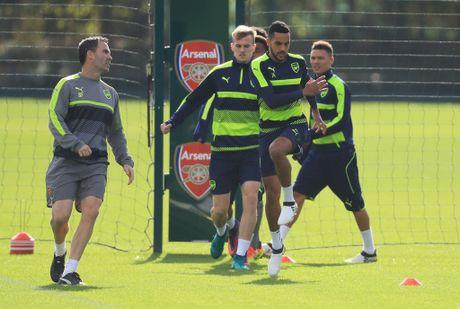 Khong the thi dau, Ramsey va Giroud van no luc tren san tap cung Arsenal - Anh 6
