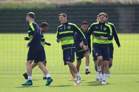 Khong the thi dau, Ramsey va Giroud van no luc tren san tap cung Arsenal - Anh 9