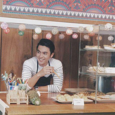 Danh tinh 'hot boy ban banh' khien Chi Pu cung thon thuc - Anh 1
