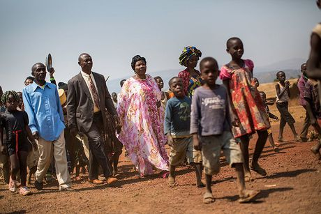 Can canh dam cuoi tap the cua nguoi ti nan Cong-go o Burundi - Anh 2
