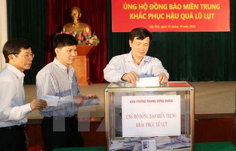 Ca nuoc quyen gop ung ho dong bao mien Trung bi lu lut - Anh 1