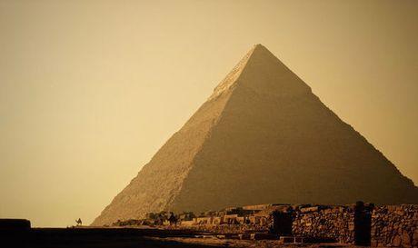 Phat hien 2 can phong bi an tai kim tu thap Giza - Anh 1