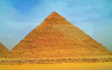 Phat hien 2 can phong bi an tai kim tu thap Giza - Anh 2
