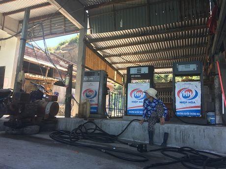 Bat nhao kinh doanh xang dau o huyen Tuy An, tinh Phu Yen: So Cong thuong co tinh 'be cong' phap luat? - Anh 1