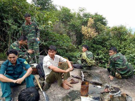 Dau don canh mo duong dua thi the 3 phi cong xuong nui - Anh 10