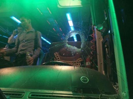 Lai them vu nem da tren cao toc Hai Phong- Ha Noi - Anh 1
