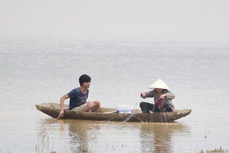 "Can canh hoang tan trong ""ron lu"" Huong Khe - Anh 20"