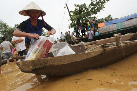 "Can canh hoang tan trong ""ron lu"" Huong Khe - Anh 22"