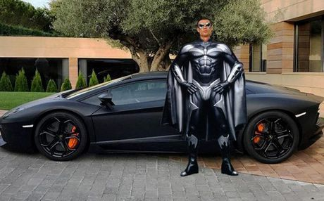 """Ronaldo bi che gieu vi khoe sieu xe nhung """"tit ngoi"""" - Anh 6"""