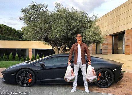 """Ronaldo bi che gieu vi khoe sieu xe nhung """"tit ngoi"""" - Anh 8"""