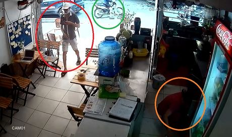 Clip: Thanh nien tao ton vao tan nha lay trom Macbook giua ban ngay - Anh 3