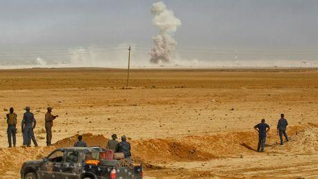 Ngay thu 2 chien dich Mosul: IS khang cu 'rat yeu ot' - Anh 1
