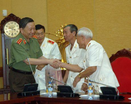 Bo truong To Lam gap mat doan dai bieu cuu sy quan An ninh mien Nam - Anh 3