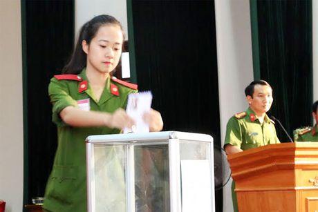 Cong an cac don vi, dia phuong quyen gop, ung ho dong bao mien Trung - Anh 2