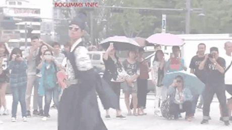 Hau truong sieu nhang nhit cua 'doi thu' Nguoi tinh anh trang - Anh 3