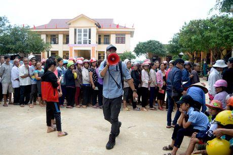 Dang sau nhung giot mo hoi cua MC Phan Anh khi ve voi Quang Binh - Anh 1