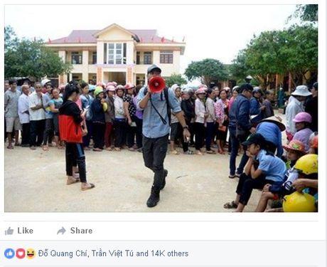 MC Phan Anh, Ha Ho miet mai phat qua cho ba con mien Trung - Anh 2