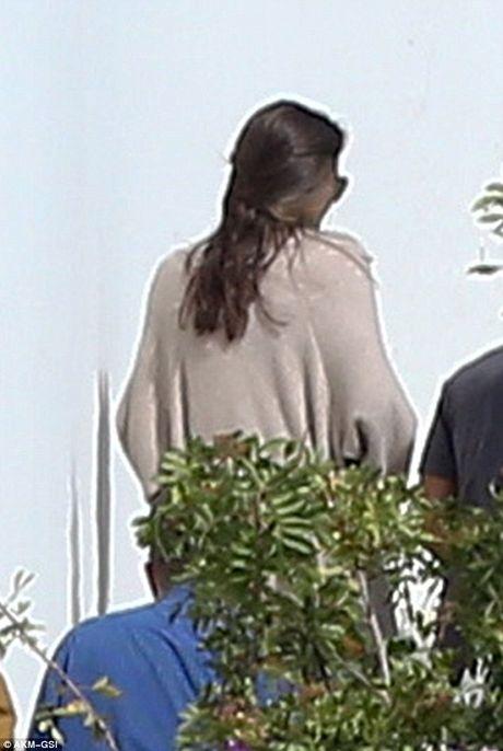 Angelina Jolie lan dau lo dien sau khi doi ly di Brad Pitt - Anh 2