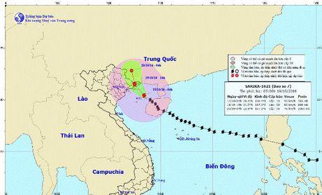 Bao so 7 be huong manh, truot qua Quang Ninh nhung van gay mua lon cho Bac bo - Anh 1