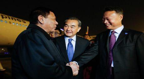 Ong Duterte khong noi ve quoc phong va quyen danh ca voi Bac Kinh - Anh 1