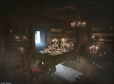 Ben trong lau dai cua ke khat mau Dracula - Anh 3
