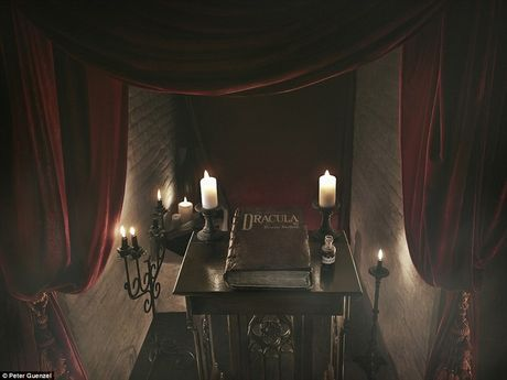 Ben trong lau dai cua ke khat mau Dracula - Anh 5