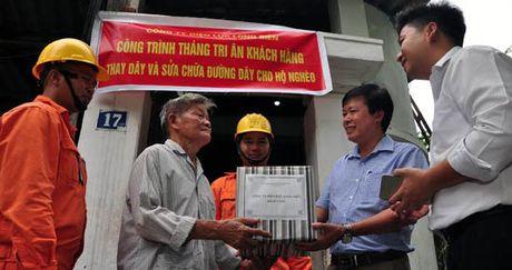 Nganh dien Ha Noi tri an khach hang - Anh 2
