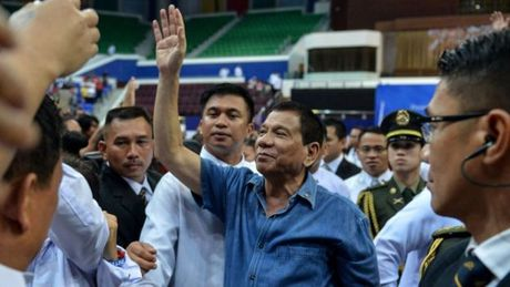 Tong thong Philippines o Trung Quoc: Duterte la tu lenh hoa giai? - Anh 1