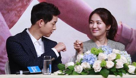 Couple Song: Song Joong Ki se cau hon Song Hye Kyo vao sinh nhat cua dan chi? - Anh 1
